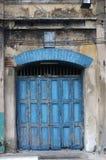 Картина, предпосылка и текстура дверей старого аккордеона деревянных покрасили голубой цвет стоковая фотография rf