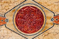 Картина рамки высекает цветок на деревянной предпосылке Стоковое Изображение