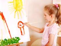 Картина ребенка на мольберте. Стоковые Изображения RF