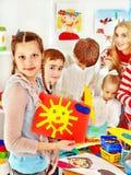 Картина ребенка на школе искусства. Стоковая Фотография RF