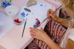 Картина ребенка облицовывает outdoors стоковые изображения