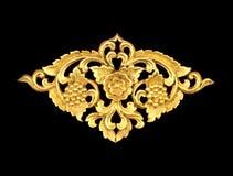 Картина древесины высекает краску золота для украшения на черной предпосылке Стоковые Фото