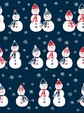 Картина рождества безшовная с милыми снеговиками и снежинками Стоковая Фотография RF
