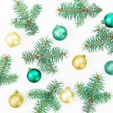 Картина рождества деревьев зимы и шариков рождества на белой предпосылке Новый Год состава Плоское положение, взгляд сверху Стоковое Изображение