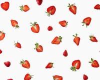 Картина свежих половин зрелых клубник на серой предпосылке Стоковая Фотография RF
