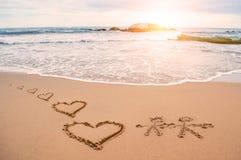 Картина сердца влюбленности на пляже стоковое изображение rf