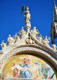 Картина скульптуры и мозаики базилики ` s St Mark, в Венеции, Италия Стоковые Изображения RF