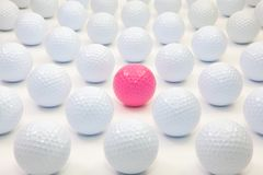 Картина с белыми и розовыми шарами для игры в гольф стоковая фотография rf