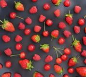 Картина сделанная различных свежих ягод лета, здорового образа жизни или концепции еды диеты вытрезвителя Стоковая Фотография RF