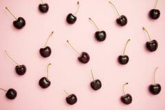 Картина темной вишни на розовой предпосылке Стоковое Фото