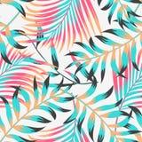Картина ультрамодного лета тропическая безшовная с листьями и заводами на пастельной предпосылке o Печать джунглей Флористическое стоковое фото