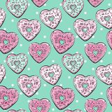 Картина формы сердца Donuts на предпосылке точки польки Стоковые Изображения