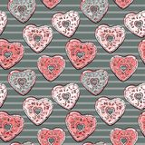 Картина формы сердца Donuts на striped предпосылке Стоковое фото RF
