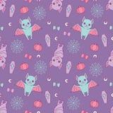 Картина хеллоуина безшовная с милым фиолетом и голубыми летучими мышами мультфильма, spiderwebs, лентами, тыквами и зрачками на п бесплатная иллюстрация