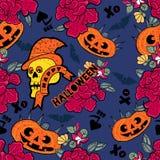 Картина хеллоуина безшовная с черепами, тыквами, летучими мышами и цветками Стоковая Фотография