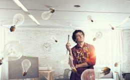 Картина художника человека с щеткой Стоковое Изображение RF