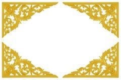 Картина цветка высекла деревянного золота изолированного на белом backgrou Стоковая Фотография RF