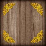 Картина цветка штукатурки золота на деревянной предпосылке Стоковая Фотография