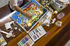 Картина Gril с crayon и красочными красками Стоковые Фото