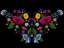 Картина neckline вышивки родная с упрощает цветки Стоковые Фото