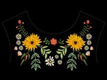 Картина neckline вышивки родная с астрами и стоцветами Стоковая Фотография
