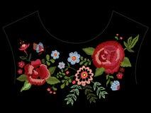 Картина neckline вышивки родная с розами и фантазия цветут Стоковые Изображения