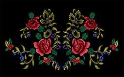 Картина neckline вышивки флористическая с ягодами и розами рябины Стоковая Фотография