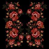 Картина neckline вышивки этническая с красными розами тенденции Стоковое Изображение RF