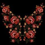 Картина neckline вышивки этническая с красными розами Стоковое Изображение RF