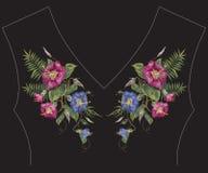 Картина neckline моды вышивки красочная с экзотическими цветками Стоковая Фотография RF