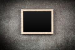 Картинная рамка на серой стене Стоковая Фотография RF