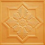 Картины на листах гипса потолка оранжевых цветков Стоковая Фотография RF