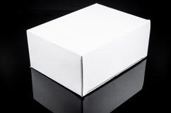 картонная коробка белизны присутствующая Стоковое Изображение
