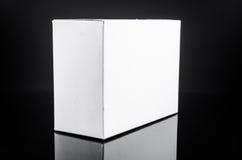 картонная коробка белизны присутствующая Стоковые Изображения