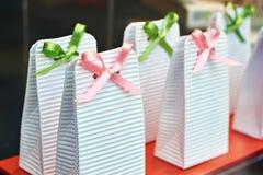 Картонные коробки с смычками Стоковое Изображение RF