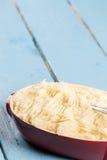 Картофельные пюре в шаре на деревянной таблице планок Стоковое фото RF