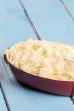 Картофельные пюре в шаре на деревянной таблице планок Стоковое Изображение RF