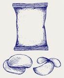 Картофельные стружки и упаковывать Стоковое Фото