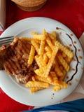Картофель фри и цыпленок еда искусства стоковые фото