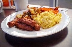 Картофель фри сосиски яя домашний стоковое изображение