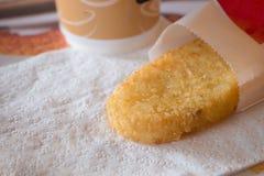 Картофельная оладь и горячий кофе для изображения завтрака Стоковые Фото