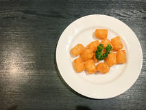 картофельные оладьи на плите Стоковые Фото