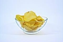 Картофельные стружки отрезка Crinkle в шаре Стоковые Изображения