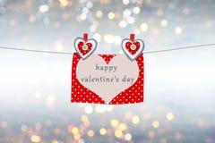 Карточка валентинки с сердцами и текст, сообщение влюбленности на предпосылке с расплывчатым, bokeh освещают Стоковое Изображение RF