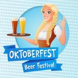 Карточка вектора Oktoberfest Милая девушка в национальном немецком обмундировании держа поднос с светлым и темным пивом и знаком  иллюстрация вектора