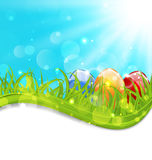 Карточка в апреле с яичками пасхи установленными красочными Стоковое фото RF
