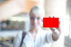 карточка держит женщину идентификации стоковые изображения