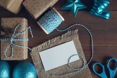 Карточка для показателя на таблице с подарками Стоковое фото RF