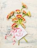 Карточка дня матерей с милым пуком цветков Стоковая Фотография