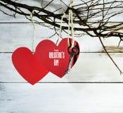 Карточка дня ` s валентинки с бумажными сердцами Стоковая Фотография RF